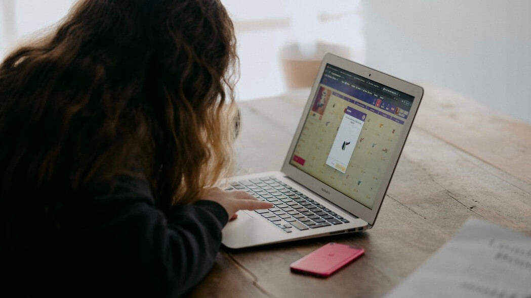 在宅勤務の作業効率を上げる本当におすすめなアイテム5選【仕事を早く終わらせるには】